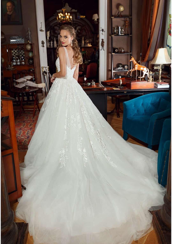 f389da376f2b Zmyselné svadobné šaty v štýle princezny pre štýlové a romantické nevesty.